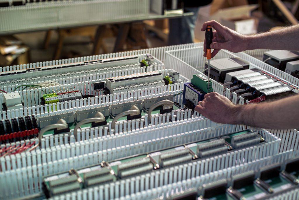 Glassline assembly